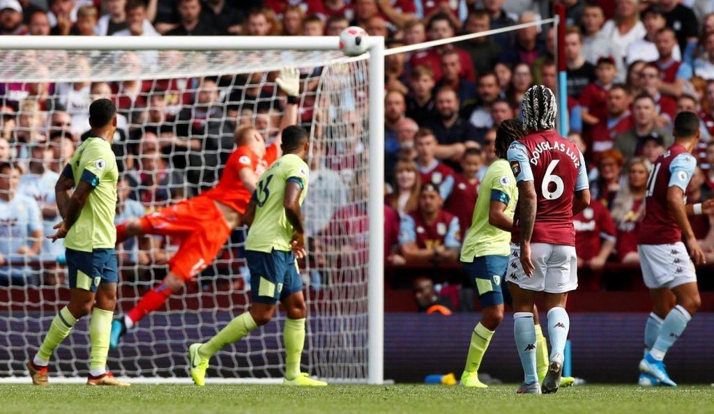 Douglas Luiz goal